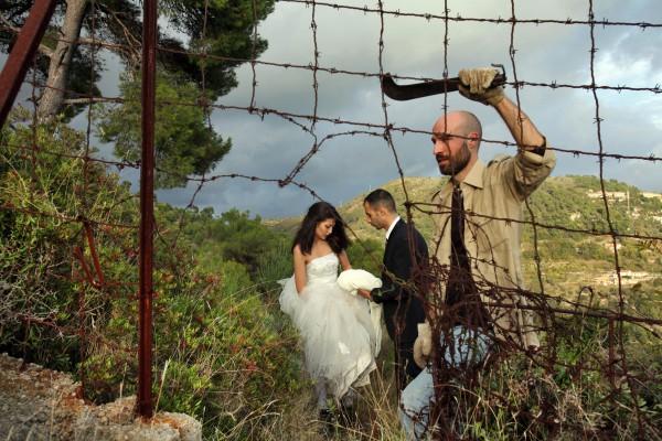 Io con la sposa: Als Hochzeitsgesellschaft getarnt retten sich  palästinensische und syrische Flüchtlinge  nach Schweden.