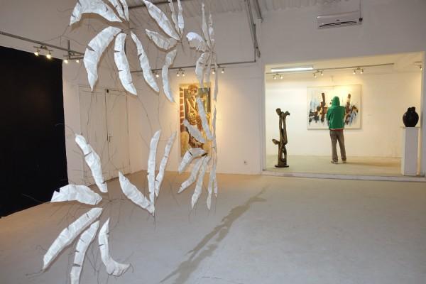 Ausstellungsraum des «Village des Arts» mit aktueller Accrochage